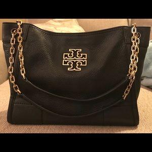 Beautiful gently used Tori Burch shoulder bag.